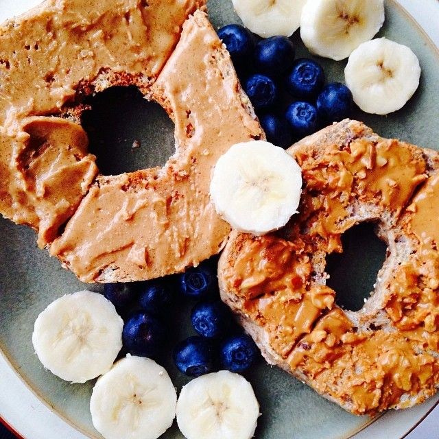 Breakfast this morning was a whole grain bagel with all natural crunchy peanut butter, banana slices, and blueberries  #favouritecombo