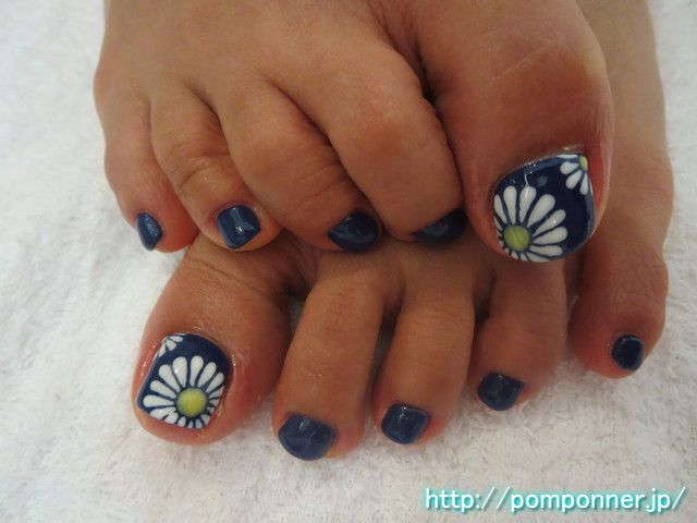 Cute! I could totally do this for summer...just change the navy out.