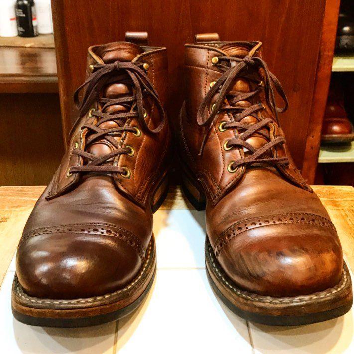 今日は残念ながら夕方に時間が出来てしまったので、サボりがちな靴の手入れをしました。 #ホワイツブーツ の#セミドレス ・ホースハイドレザーです。 擦り傷が強かったので、今回は#サフィール のダークブラウンで補色しました。 #whitesboots #ワークブーツ#workboots #ブーツ #メンズブーツ #boots #靴磨き #所沢 #所沢美容室 #美容師