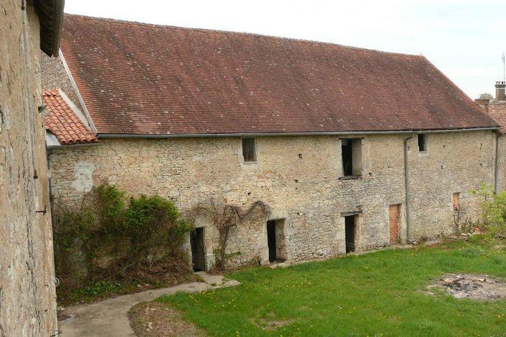 Vente château PROCHE DE RUFFEC - Champagne-Mouton, dépendances en L.