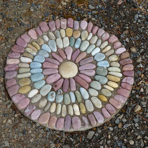 10 Beautiful DIY Stepping Stone Ideas To Decorate Your Garden - DIY Booster