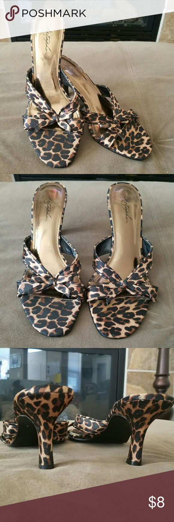 Leopard heels Leopard heels. The sole of the heel is slightly lifting, otherwise in great condition! Metaphor Shoes Heels