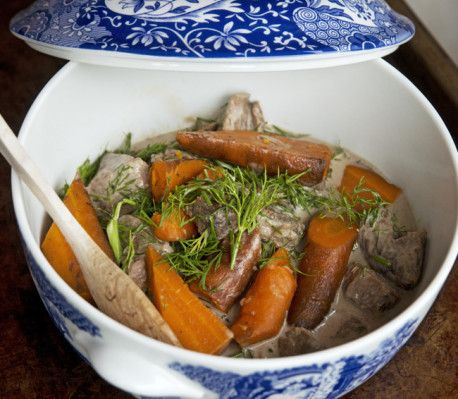 Den svenskaste av alla svenska klassiker som vi sällan tar oss tid attgöra. Nu behöver du inte passa grytan längre – lägg bara i ingredienserna,gör vad du vill och kom tillbaka när maten är klar!