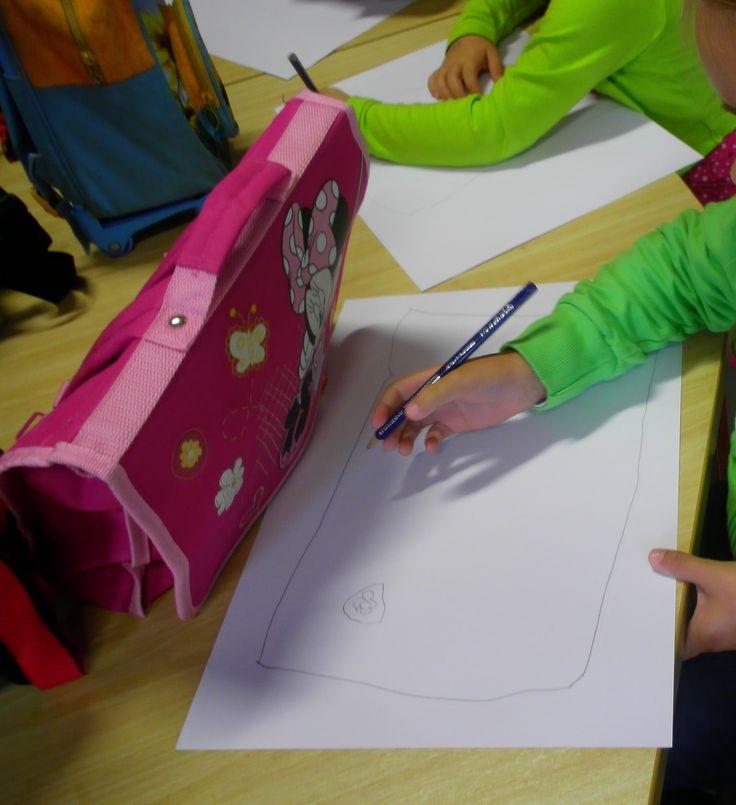 Laat kleuters hun eigen boekentas tekenen, voorkant en achterkant. *liestr*