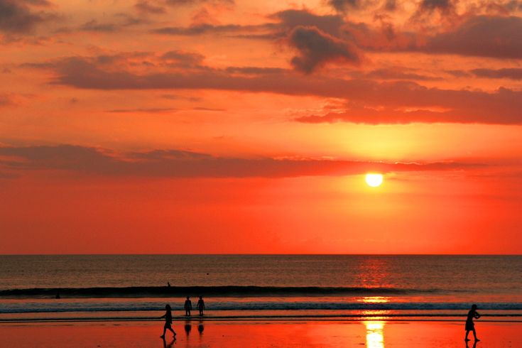 Best Sunset Beaches in Bali | the sunset on kuta beach the most famous beach in