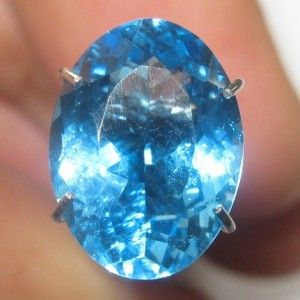 Batu Permata Natural Topaz berwarna swiss blue luster tajam berkerlip atraktif berukuran 10.67mm x 7.87mm x tebal 5.36mm, berat 3.48 carat bentuk oval cut.