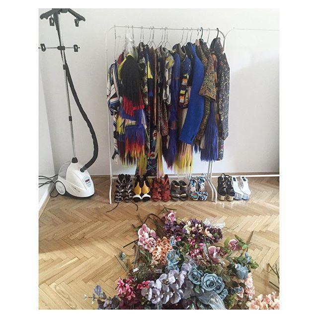 Robimy ✔️ Bogu (lub i nie) dzięki są żelazka parowe @steamaster ❤️❤️❤️ DZIĘKUJĘ , że nie musimy całego programu @topmodelpolska prasować metodą ogólnodostępną! 🔫 #najlepiej #steamaster #gift #love #work #goodvibes #topmodel #fashiondesigner @elwiraland