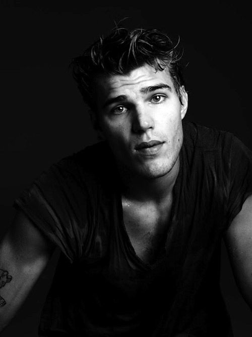 Good gracious. Chris Zylka is amazing, how did I not even know of him before i watched the secret circle.