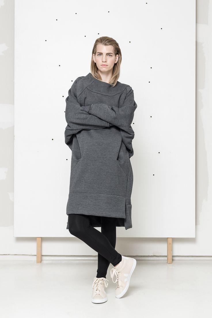 Oversize grey sweatshirt www.hanazarubova.cz