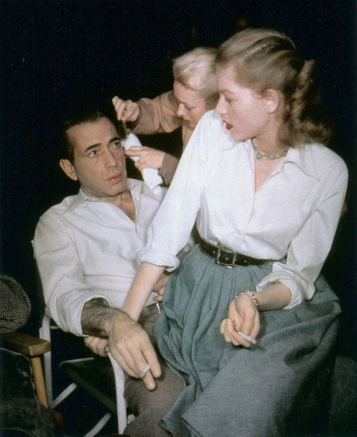 Humphrey Bogart and Lauren Bacall on the set of Key Largo (1948). This pic is too cute. <3