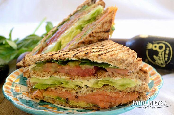 Vi va un Club Sandwich al Salmone Affumicato??  di Fatto in casa è più buono