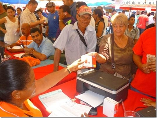 Movilnet distribuyó más de 14.000 celulares de producción nacional - http://www.leanoticias.com/2012/12/17/movilnet-distribuyo-mas-de-14-000-celulares-de-produccion-nacional/