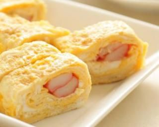 Omelette minceur roulée au surimi : http://www.fourchette-et-bikini.fr/recettes/recettes-minceur/omelette-minceur-roulee-au-surimi.html