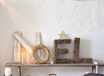 Des lettres de récup pour Noël. D'autres inspirations et idées déco de Noël sur http://www.lovely-market.fr