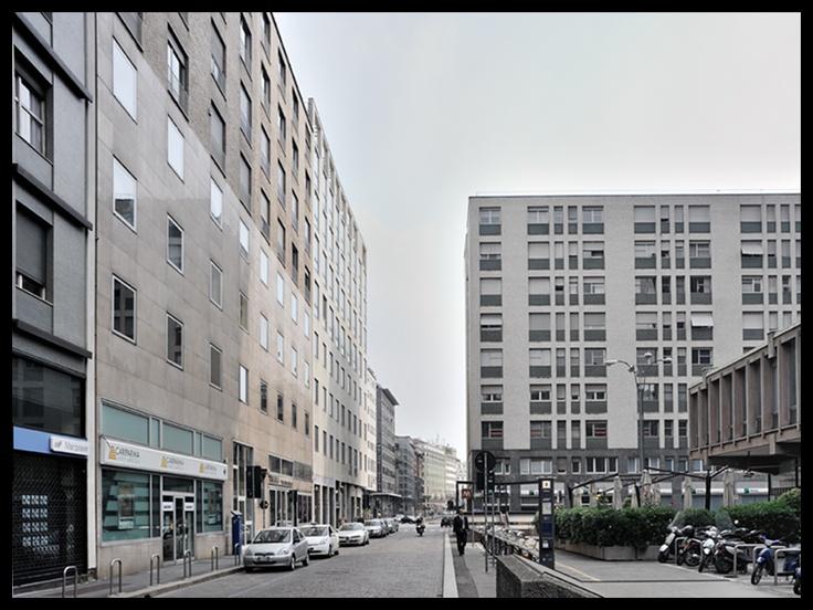 foto 2009;  architetti: M Asnago e C. Vender;  edificio per uffici e abitazioni Piazza Velasca 4;  anno 1950-52