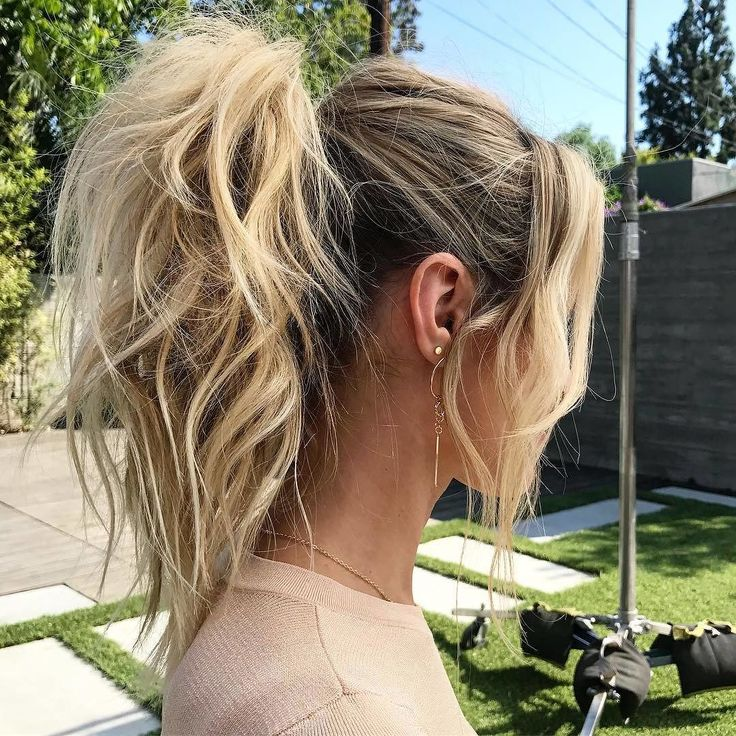 Une queue de cheval pas plate du tout  #lookdujour #ldj #ponytail #waves #wavyhair #hair #blonde #texture #hairstyle #hairinspo #hairofig #regram  @riawna