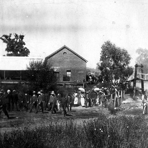 Race-goers arriving at Oakbank, South Australia • Photograph • State Library of South Australia