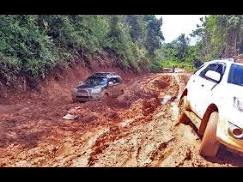 Mobil Mewah Offroad Dijalan Berlumpur  Advanture Paling Extreme