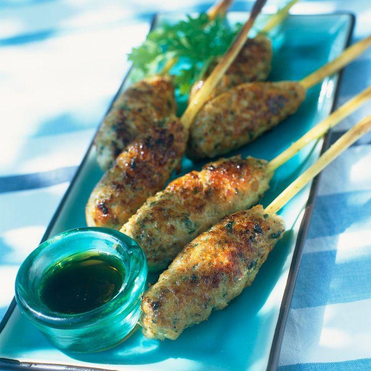 Découvrez la recette Brochettes de citronnelle au poulet sur cuisineactuelle.fr.