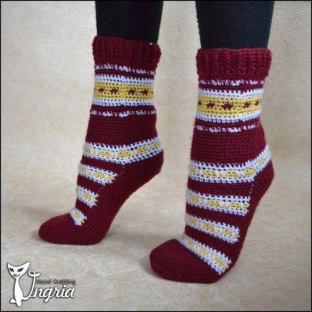 Полосатенькие вязанные носочки.  Пряжа шерсть с полиамидом.  #ингрия_вяжет #вязаныеноски #носкикрючком #теплыеноски #носкиназаказ #купитьвязаныеноски #носкиручнойработы