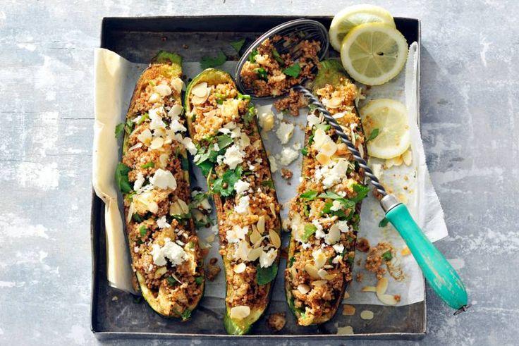Kijk wat een lekker recept ik heb gevonden op Allerhande! Gevulde courgettes met couscous & amandelen