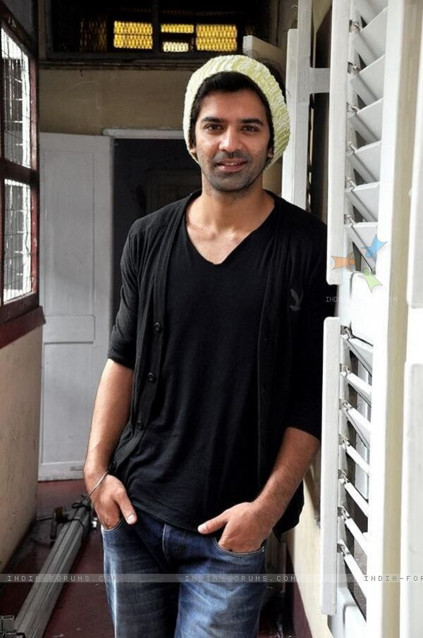 Image from http://img.india-forums.com/images/600x0/292436-barun-sobti.jpg.