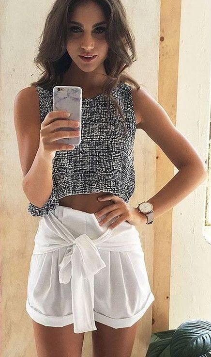 #beginningboutique #label #outfits | Grey Crop + White Shorts