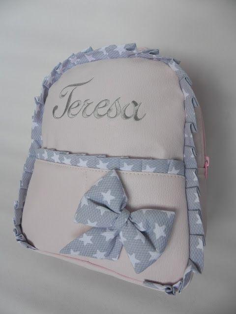 Hoy os queremos enseñar tres mochilas de niña que nos han encantado, el diseño es el mismo con algún detalle diferente, pero ese pequeño det...