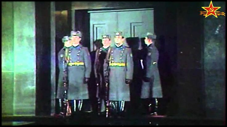 Ночная смена часовых у Мавзолея В.И. Ленина (Пост № 1) / Night guard change at V. I. Lenin's Mausoleum (Sentry post № 1)