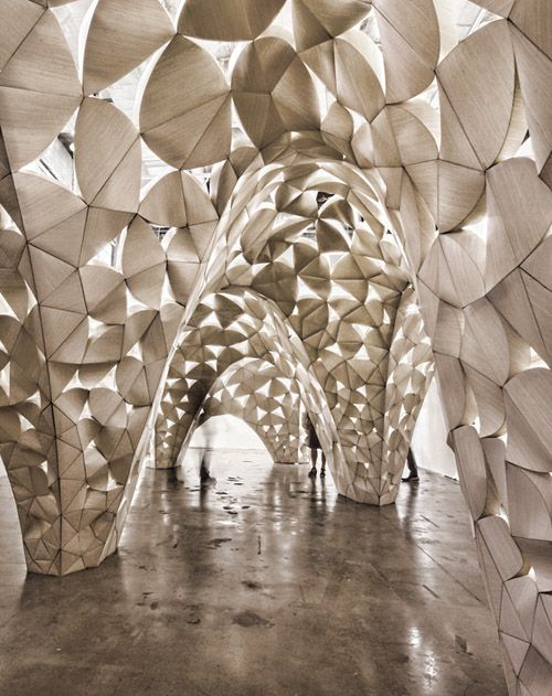 Voussoir Cloud is a site specific installation made with thin wood laminate. It was designed in 2008 for the Southern California Institute of Architecture gallery in Los Angeles by IwamotoScott Architecture and Buro Happold.