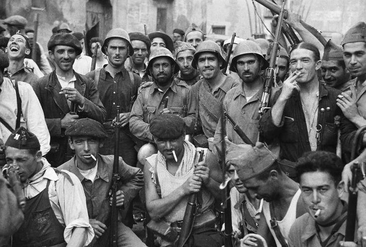 Miembros de las milicias republicanas, en Grañén (Huesca), el 12 de septiembre de 1936. Autor: el fotógrafo inglés y conductor de ambulancias Alexander (Alec) Wainman.
