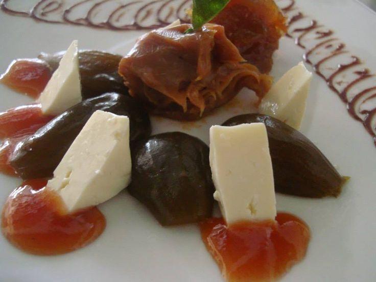 Postre Típico (Brevas en su almíbar, arequipe, dulce de papaya y queso)