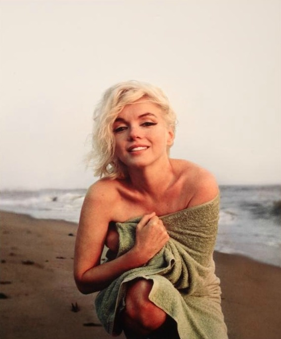 Marilyn photographed by George Barris on Santa Monica Beach in 1962.