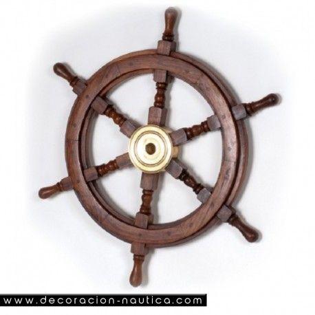 TIMÓN DE BARCO  Reproducción artesana de una rueda de timón de barco. Rueda de timón decorativa con ocho brazos realizada en madera de palisandro con el buje central en latón.   Medidas: Alto:63.00 x Largo:63.00 x Ancho:6.00 cm.