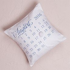 """Notable"" Personalized Ring Pillow with Wedding Date Design $39.98 CAD  // 22 colors to choose from // Buy online here www.mariagemontreal.com // #weddingmtl #mariagemtl #calendar #weddingdate"