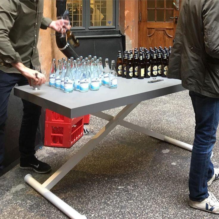 #xtable manuellt #hojochsankbartskrivbord m vev!  Här på #vårfest hos #dapstockholm. Beställ hos #danishform #kontorsmöbler #hemmakontor #kontorsinredning
