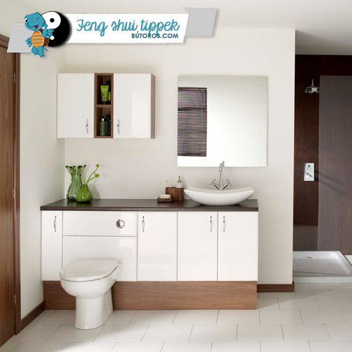 TARTSD ZÁRVA AZ AJTÓKAT!  A feng shui szerint a vizes helyiségekben a víz elvezeti a pozitív energiákat, mivel azok távoznak a lefolyón keresztül. Ezért a fürdőszoba és a wc ne foglaljon el központi helyet a házadban, ha szeretnéd a chi áramlását megfelelő irányba terelni! Ezeknek a helyiségeknek az ajtaja ne nyíljon közvetlenül egyik szobára se (főleg a hálószobára ne), és gondoskodj róla, hogy az ajtók mindig csukva legyenek! #fürdőszoba #wc