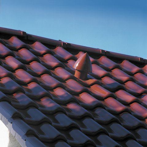 Hladká keramická škridla CREATON FUTURA je veľkoformátová pálená strešná krytina vhodná pre nízky sklon strechy. Optimálne spĺňa technické požiadavky, ktoré sú kladené na keramickú škridlu.