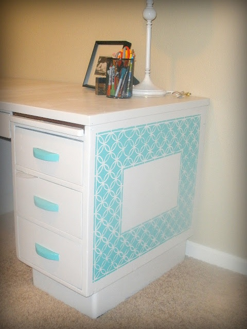 DIY Desk Makeover. make side a note board and top chalk paint