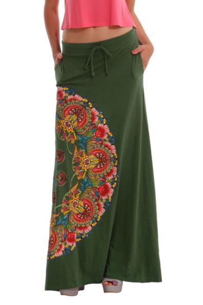 Desigual women's Jannis long skirt with side pockets. Comes with a cord to adjust the waist.