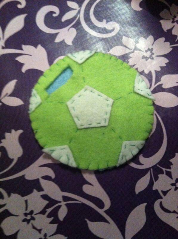 Leuke manier om geld te geven aan een voetbal liefhebber.....een voetbal van vilt.