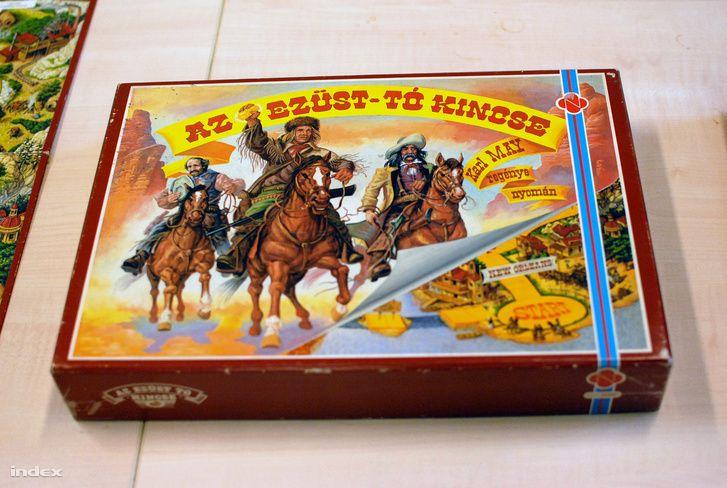 A Monopolyhoz hasonló játékmenettel, de annál sokkal menőbb táblával és sztorival hódított a 80-as években a Winnetou regényeket idéző társasjáték. Azóta volt egy béna hamisítvány, most viszont itt van új kiadásban az eredeti.