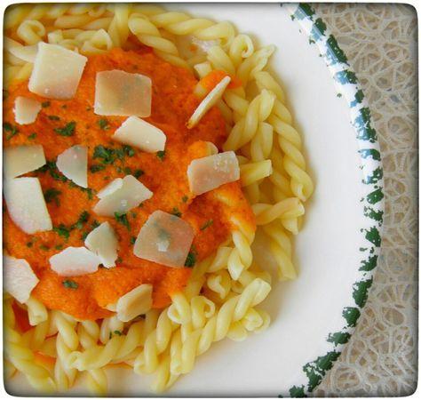 Heute eine schnelle, leckere und gesunde Tomatensoße, ganz ohne Zusatzstoffe oder Geschmacksverstärker. Schnell gezaubert im Thermomix.