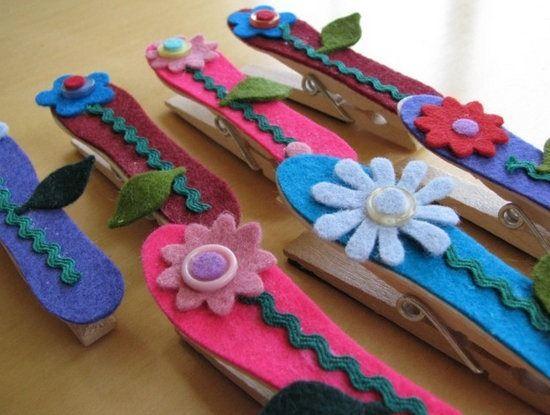 Imanes de fieltro para el dia de la madre: http://www.manualidadesinfantiles.org/imanes-de-fieltro-para-regalar-a-mama/
