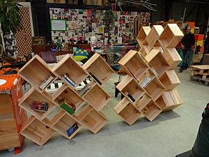 Caisses de vin récup pour une bibliothèque originale et modulable !