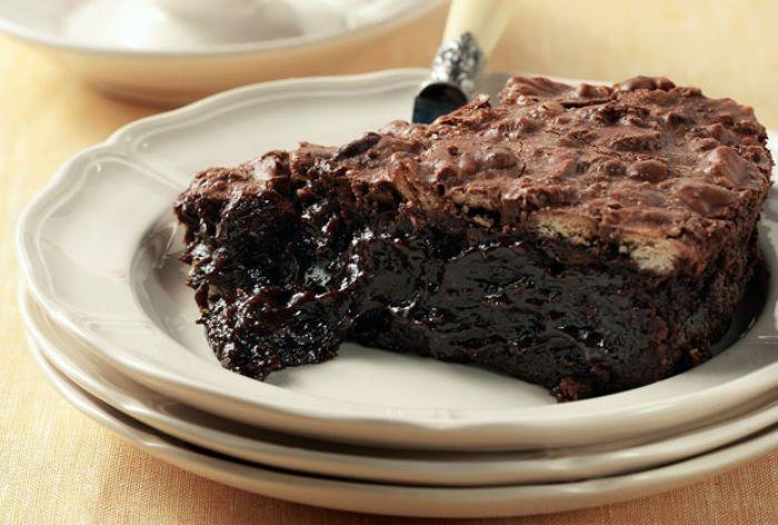 Σιροπιαστό κέικ σοκολάτας, έτοιμο σε 5 λεπτά! Κέικ σοκολάτας που γίνεται σε 5′, πολύ οικονομικό, με τέλεια υφή και σιρόπι σοκολάτας. Απλά μαγικό! Υλικά Συνταγής 1¼ φλ. αλεύρι 3/4 φλ. ζάχαρη 1/4 φλ. κακάο 1½ κ.γλ. μπέικιν πάουντερ 1 πρέζα αλάτι 1 φλ. γάλα 2 κ.σ. γεμάτες βούτυρο λιωμένο 1 φλ. ζάχαρη 1/4 φλ. κακάοRead More