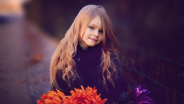 صور اطفال كيوت حلوين جدا Cute Little Girl With Flowers بنات كيوت صغار Girls Dp For Whatsapp Baby Outfits Newborn Kids Dress