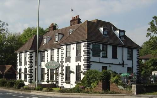The Roundabout Hotel Fareham Situated 10 minutes' drive from Portsmouth town centre and South Downs National Park, The Roundabout Hotel offers an on-site 70-seater restaurant and rooms with free Wi-Fi.