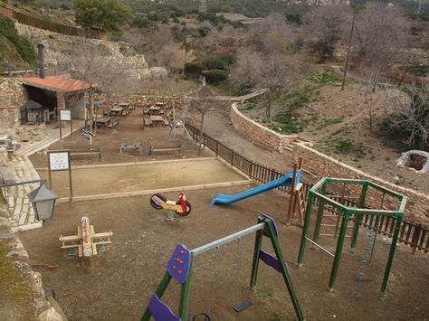 Os recomendamos las mejores zonas de picnic para disfrutar de una buena calçotada con niños y con toda la familia. Con barbacoas, zona de juegos... TIPUS ACTIVITAT: merenderos picnic