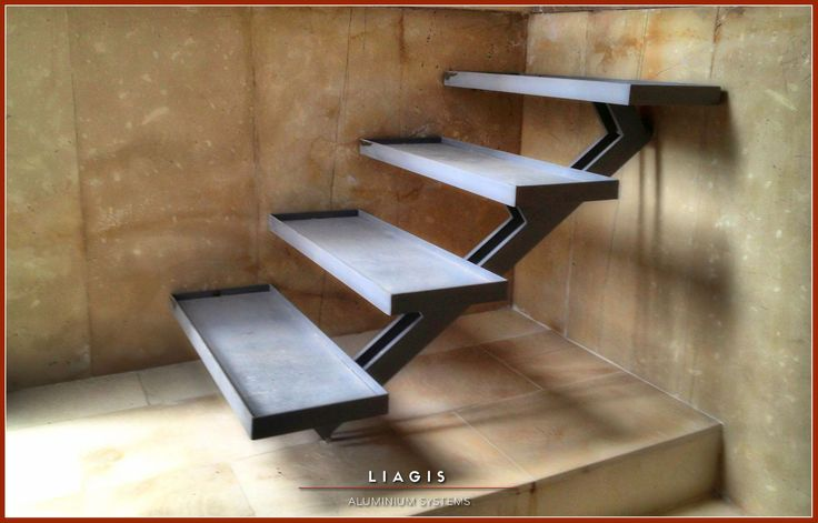 Μεταλλικές σκάλες εσωτερικών και εξωτερικών χώρων Interior and exterior metal stairs